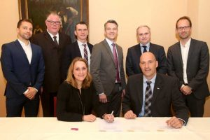 Representatives of Evonik and DHL signing the agreement in the Marl Chemical Park. [Photo: DHL]
