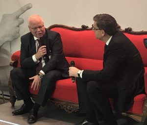 Uwe Brinks, CEO DHL Freight, (l.) is being interviewed by Robert Kümmerlen, member of the editorial board of the DVZ, on the renowned red settee at the DVZ booth. [Photo: DHL]