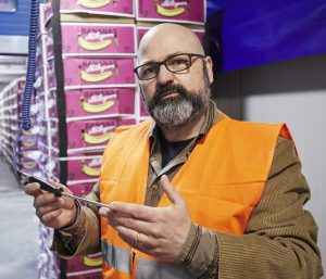 Frank Terpoorten, branch head DHL FoodLogistics Duisburg, checking the temperature of imported bananas. [Photo: DHL]