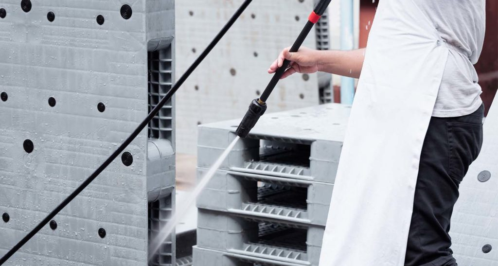 Plastic pallets are particularly easy to clean. They are therefore extensively used in the food sector, among others.